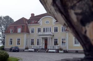 Torpshammars herrgård får enligt detalplanen inte driva asylboende, menar Bygg- och miljönämnden.