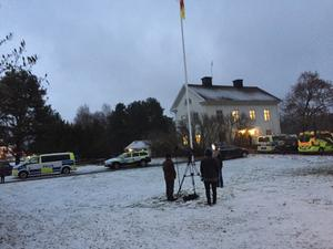 Polis och räddningstjänst är på plats.