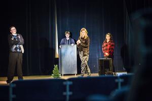 Axel Hansson, Robin Lundberg, Mikaela Söderberg och Jessica Pastitsom Edin spelar i årets luciarevy i Kälarne.