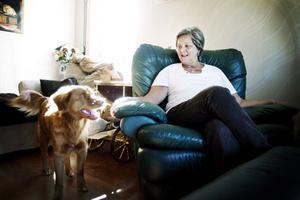 Skrev om sjukdomen. Yvonne Kingbrandt var den första i Sverige som bloggade om hur det är att leva med Alzheimer. Nu har bloggen blivit bok. Hennes tollare Chivas till vänster.