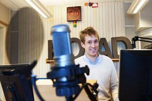 Martin Eriksson på Radio Dalarna håller på med en dokumentär om filmen Fäbodjäntan.