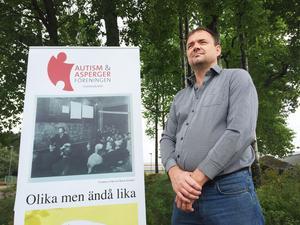 Magnus Agestav, ordförande i Autism- och aspergerföreningen i Västmanland, är kritisk mot de långa köerna för utredning inom BUP.