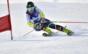 Elsa Håkansson Fermbäck startade säsongen på bästa sätt. Dubbelseger i Kåbdalis ger förstås en härlig skjuts på självförtroendet.