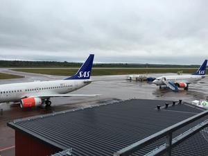 Ankommande charterflyg till flygplatsen i Mora.