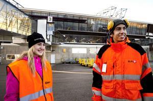 Åsa Söderholm och Alexander Ahmed går tredje året på fordons- och transportprogrammet med inriktning flygplatstekniker.