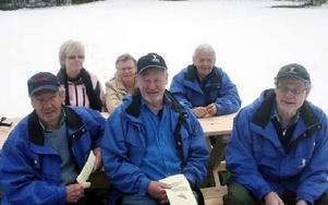 Thure Sjöberg. Birgitta Gärds, Ingegerd Sjöberg, John Matsson, Sven-Axel Gärds och Kalle Carlbom fanns förstås på plats vid det gamla prästbustället som i dag ägs av Friluftsfrämjandet.FOTO:LEIF OLSSON