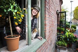 Här ska det i slutet av sommaren finnas en drive-in-lucka, säger ägare Erika Henriksson.