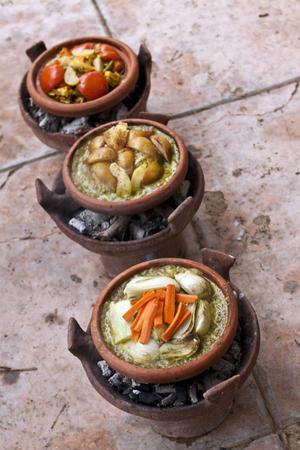 I Marrakech finns flera riader som erbjuder matlagningskurser där man får lära sig laga traditionella marockanska rätter i lergryta.