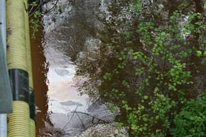 Oljehinna. En cistern på 80 kubikmeter på Outokumpus område skulle skäras ned och skrotas. Den innehöll eldningsolja, som i stället rann ut i diket som leder till Västerbobäcken och Svartån. Stanken är kraftig vid Åvestadalskolan och oljan syns tydligt i vattnet.