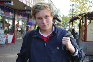 Sander Dahlberg, 16 år, YA frigymnasium:– USA. Det finns mycket grejer att köpa där.