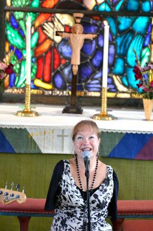 Sångerska. Lena-Maria Klingvall sjöng bland annat