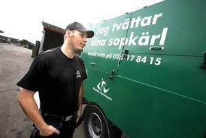 Mattias Bergström berättar att bostadsrättsföreningar för det mesta beställer två rengöringar av kärlen per år.