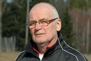 Eldsjälen Tomas Hellgren är tveksam till att det kommer att spelas A-lags fotboll i Junsele kommande säsong.