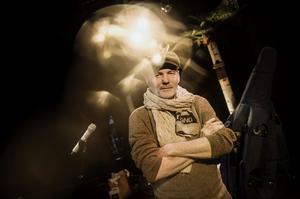 Peter Carlsson på Scalateaterns scen. Hit har han och Blå grodorna återvänt sedan mitten av 1990-talet - den senaste föreställningen sågs där av totalt 73 000 personer. Nu är gruppen aktuell med nya showen