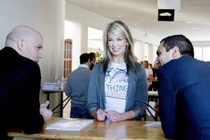 SNABBA MÖTEN. Mäklarstudenten Johanna Linder var en av dem som tog chansen att träffa 15 tänkbara arbetsgivare under loppet av en timme.