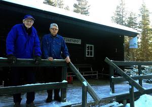 I dag var det säsongspremiär för Tjärnbostugan, men enligt Friluftsfrämjandets kassör Jan Stadling och ordförande Bengt Holmberg så är det osäkert hur länge den traditionen kan fortgå.