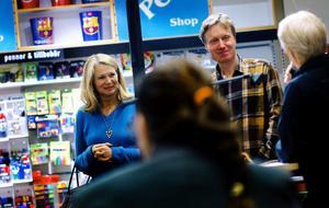 Författarparet Helena von Zweigbergk  och Bengt Ohlsson berättade om hur de skriver sina romaner vid måndagskvällen bokafton i Sundsvall. Hennes bok Ur vulkanens mun (2008) spelas som pjäs på onsdag i Sundsvall