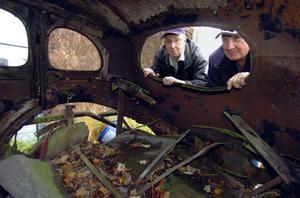 Sven Hansson och Per-Anders Andersson var två av ägarna till Stock Car-bilen Morfar Jinko. Det var genom bakrutan man tog sig in i bilen.
