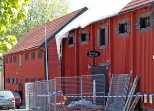 BARN. Enligt polisen kan det vara barn som orsakade branden i ett magasin i Österbybruk.
