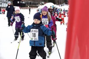 Stilarna var många, tekniken likaså. Men det viktigaste fanns där: Glädjen att åka skidor.
