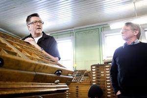 Entusiaster. Eldsjälarna Kjell Andersson och Alf Scherp i vänföreningen hoppas att de gamla kunskaperna kan bevaras så att Rosenlöfs fortsätter som levande museum.