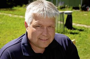 Anders Fredriksson, ordförande i Järnvägens bågskytteförening, är positiv till profilsatsningen. Han hoppas på att fler ungdomar ansluter sig till klubben.