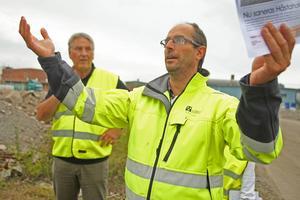 Jonas Rasmusson (till höger) från kommunen förverkligar sina visioner tillsammans med projektledaren Sören Westberg för det stora saneringsarbetet på Håstaholmen.