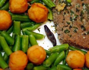 Mitt bland köttet och potatisen låg den stora snigeln Foto: Jan Andersson