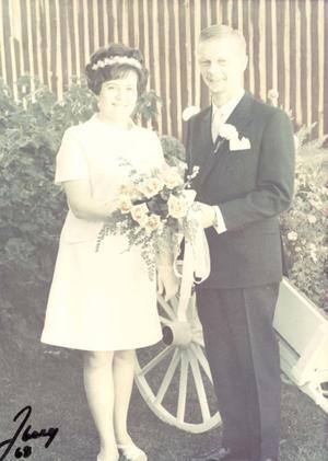 Berit, född Axelsson och Per Erlandsson, Gävle, firar i dag rubinbröllop. De vigdes 3 augusti 1968 i Soldatkyrkan i Gävle. Dagen firas tillsammans med familjen.