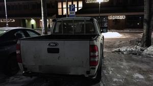 Anders Karlsson jobbar med snöröjning, men sin bil felparkerade han under mötet när parkeringsövervakning skulle införas för att underlätta snöröjningen.