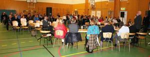 Gunnar Forsberg från barn- och ungdomsförvaltningen berättade För föräldrarna i Ängsmon om hur tjänstemännen resonerat kring den framtida skolorganisationen i Östersunds kommun.