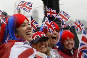 Gott om flaggor. Massor av brittiska flaggor i samband med firandet av att drottning Elizabeth har varit statsöverhuvud i 60 år. Flaggviftandet visar att monarkin är en sammanhållande symbol i Storbritannien.foto: scanpix