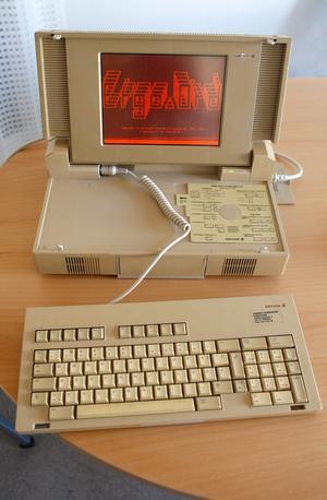 USB-minnet på 2 gb rymmer data motsvarande 6000 disketter av den typ som användes i Ericssondatorn.