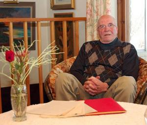 Dokument. De handlingar, protokoll och offerter, som Birger Andersson sparat ger en intressant inblick i det gymnastikhallsbråk som för 35 år sedan splittrade kommunen.