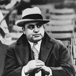 GANGSTRARNAS BERT KARLSSON. Al Capone talade frispråkigt med media.