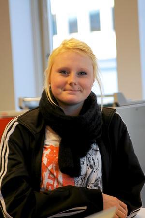 Madelen Berg, 17 år , Inredning och Design:– Jag gillar att vi får så mycket eget ansvar, det är skönt att få bestämma själv och det finns inget dåligt. Jag valde DCC för att jag ville ha nära till skolan.