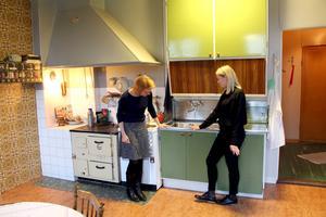 Köket som moderniserades på 1950-talet har fått en diskmaskin.