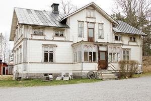 Britas hus i Häckelsäng i Bergby. Huset byggdes 1895 men Emma Norelius släkt har funnits på platsen sedan mitten av 1600-talet.