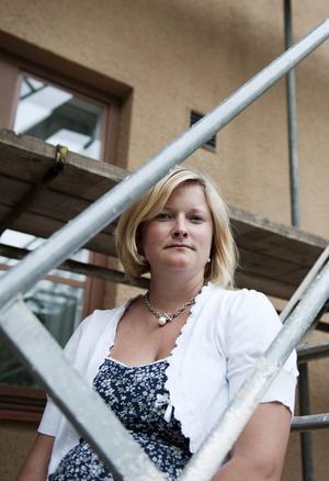 Projektutvecklare. Efter sex år med olika jobb inom byggbranschen är Petra Åhlund sedan i påskas projektutvecklare på Öbo. Hon trivs med sitt nya arbete men saknar ibland att arbeta på entreprenadföretag. BILD: ANNA WAHLGREN