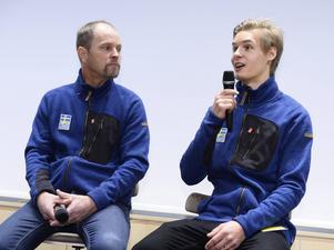 Carl Nordin (till höger) är i finska Kuopio tillsammans med assisterande landslagstränaren Anders Daun.