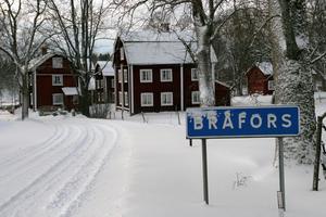 Bråfors kulturreservat i vinterskrud. Bråfors pekas ut som ett besöksmål där kommunen kan hjälpa till med marknadsföring.