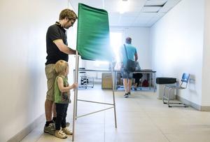 Agneta Fordberg, vänsterpartist i Ragunda uppmanar väljarna att tänka efter noga innan de röstar.