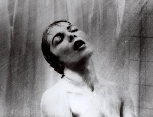 """Filmiska förebilder. Skräckthrillern """"Psycho"""" spelar roll i Don Delillos nya roman""""Omegapunkten"""". Steinar Bragis nya roman """"Kvinnor har ett scenario som är anmärkningsvärt likt rysarfilmserien """"Saw""""."""
