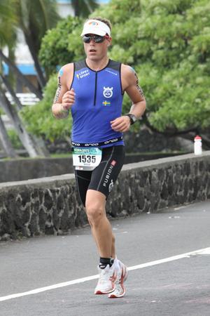 Morgan Pätsi under maratonloppet som alltid avslutar triathlontävlingarna över ironmandistans.