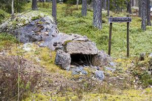 Lusugn. Kläderna ska inte kastas in, som en pappa förklarade för sin son vid ett tillfälle, berättar Tomas Eliasson, byalagets ordförande. De ska läggas på de heta stenarna så att lössen dör.