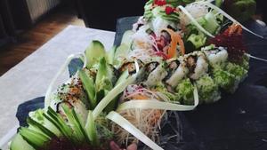 Under sushiutbildningen i Stockholm fick Jonas och gänget beskåda Sushiman's fantasifulla matkonst.