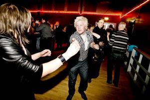 Tobias Hillbom och Tina Gellerstedt, Tobo, i danstagen. Tobias är en stor beundrare av Larz Kristerz och deras