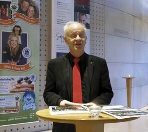 Måns Hedin presenterar sin minnesskrift om manskören Gefle Drängar, i Gävle konserthus december 2015.