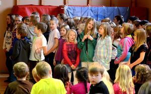 Eleverna i Västerby skola sjöng bland annat Barn under samma himmel, när FN-dagen uppmärksammades under måndagen.