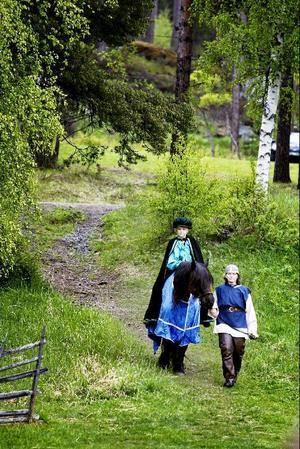 I en ödesmättad scen anländer reformatorn Erik Andersson till Pilgrimskällan.